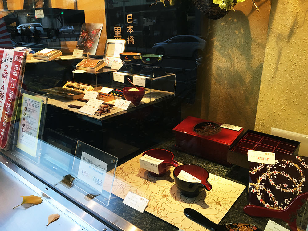 The display of Kuroeya's lacquer products.