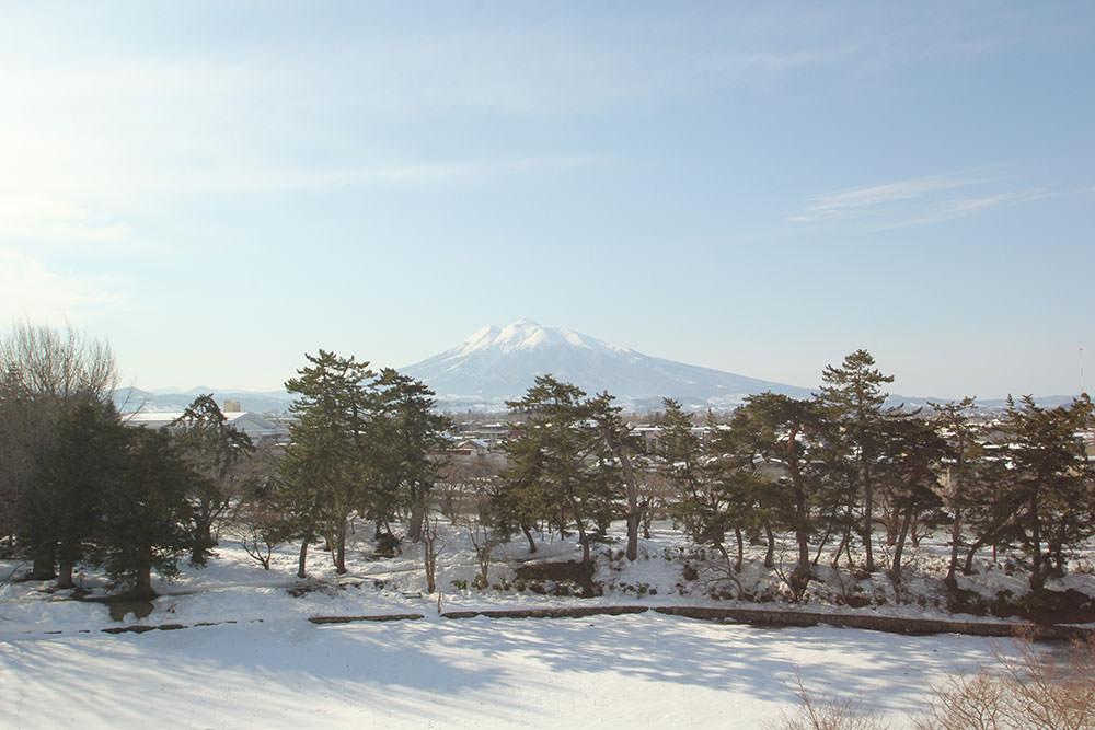 Mt. Iwaki from Hirosaki Castle Park