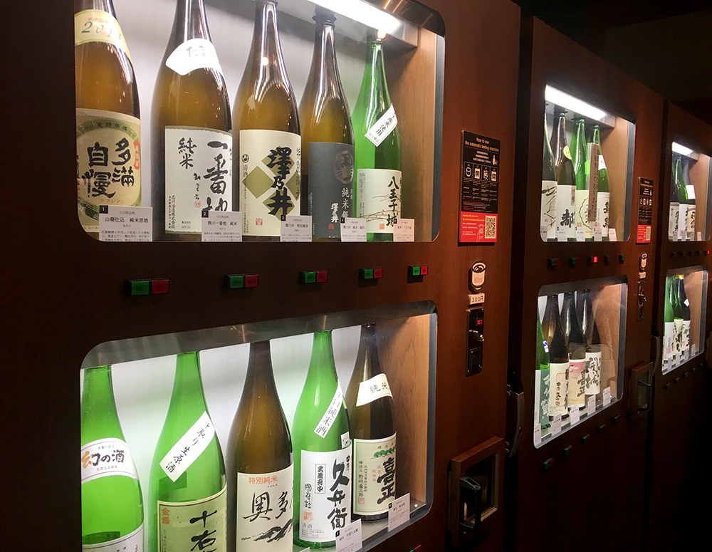 There are thirty kinds of sake from 10 breweries, all produced in Tokyo.