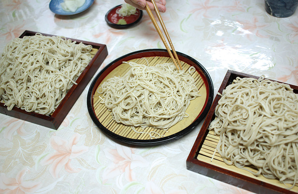 The soba tasted in the end, the middle is soba noodles Mr. Ito made. Can you see the difference?